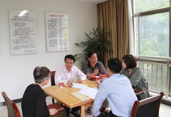 金华:律师协会党委组织党员服务社区