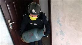 两次冲进火场抱出漏气煤气瓶