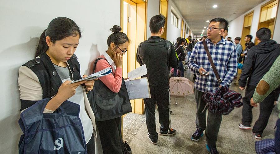 2016年浙江公考拉开帷幕 22万考生参加竞争