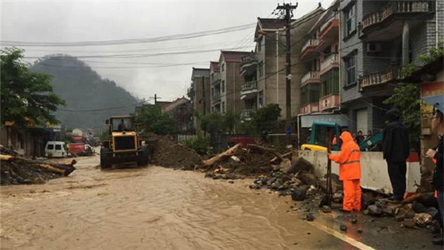 临安清凉峰S102省道大面积涉水 交通中断