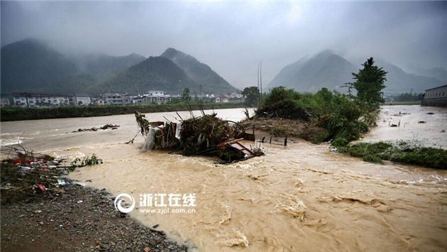 泥石流灾害现场 农田被淹