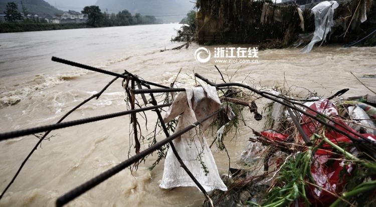 【高清】临安泥石流致数十户民房进水 农田被淹