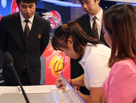 台州投注站代表走进双色球 全程记录开奖过程【活动影像3】