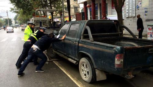 杭州集中整治僵尸车 5月28日前不自行处理将被强制拖移