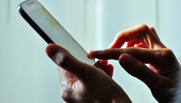 9岁女孩立下19条家规 爸爸每晚只能玩一小时手机