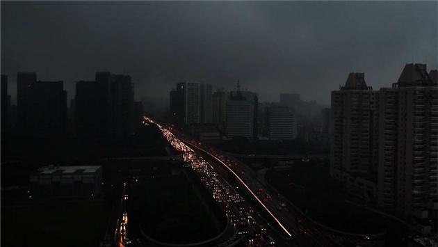 杭州发布暴雨黄色预警 出行请注意