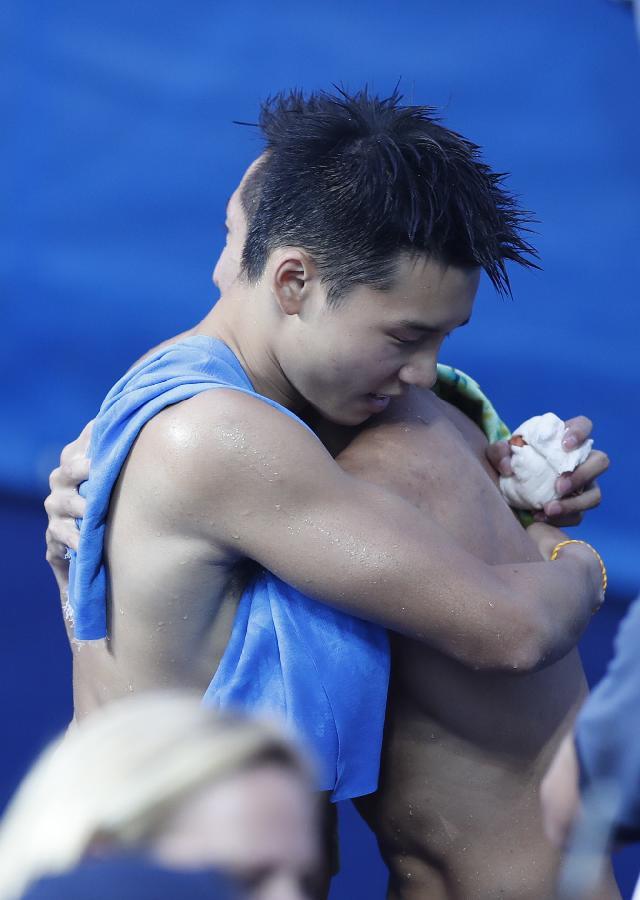 林跃,陈艾森夺金 中国男双10米台实现奥运四连冠图片