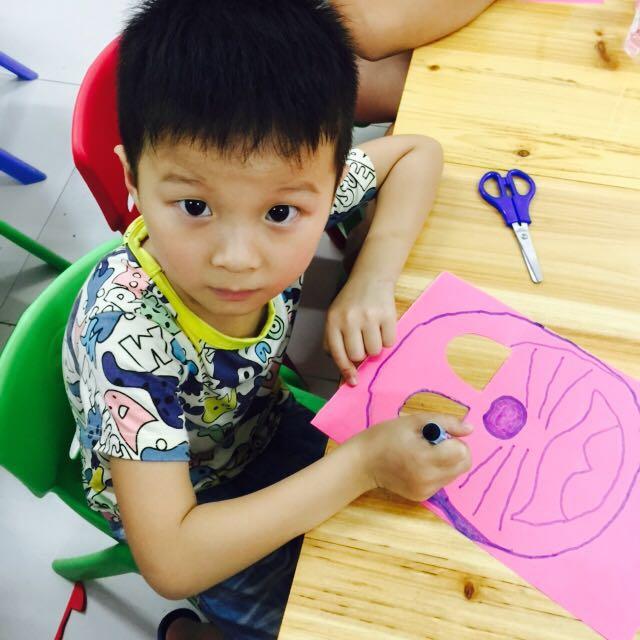 成县西坑镇开展儿童彩绘面具欢乐过暑期