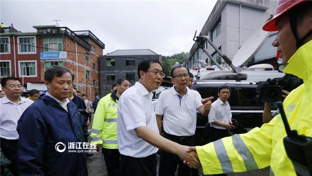 车俊赶赴遂昌山体滑坡现场察看灾情并慰问救援人员