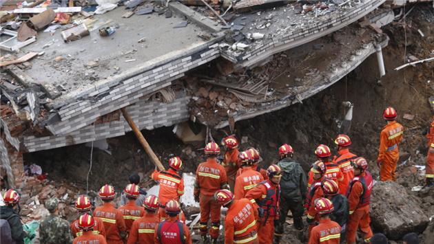 遂昌苏村受灾点发现生命迹象5小时 救援人员仍在奋力营救