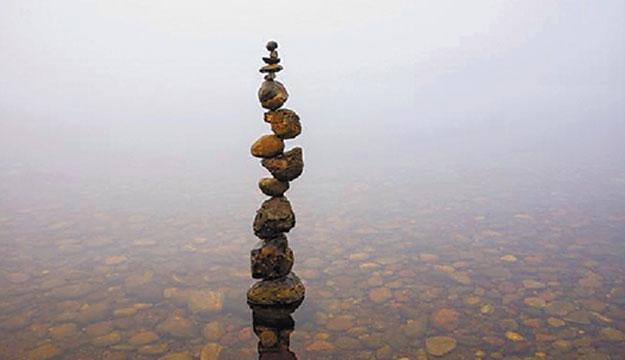 仙居大伯展现叠石块绝技