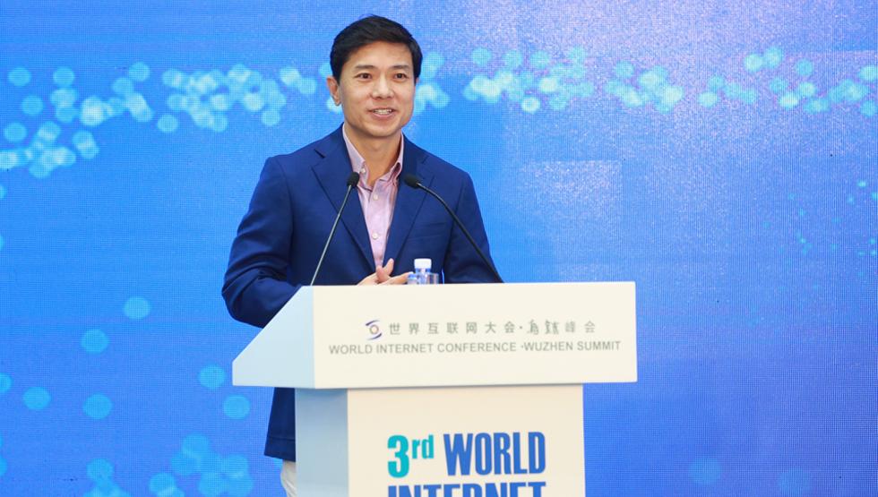 百度公司创始人、董事长李彦宏发表演讲