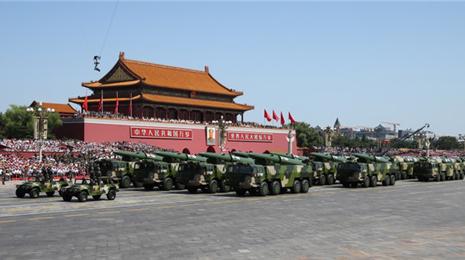 习主席和中央军委领导推进军队战斗力建设