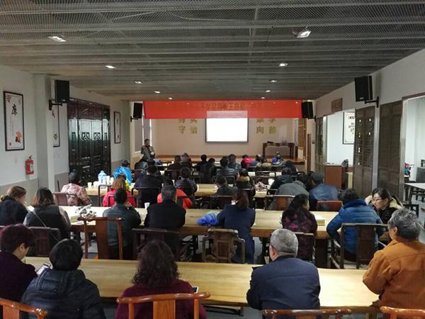 外籍孔子学院院长在西湖茶场村文化礼堂开讲