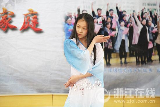 《镜花缘》小演员校园海选第三站:小选手热情四溢 表演形式丰富