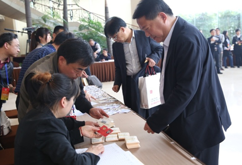 杭州市政协委员到驻地报到
