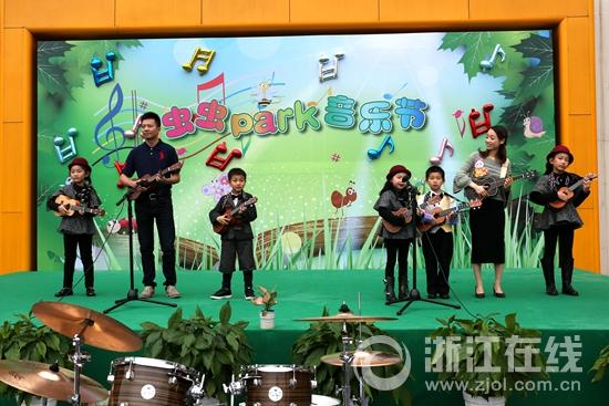 长江实验小学体育公园校区的课堂在公园里