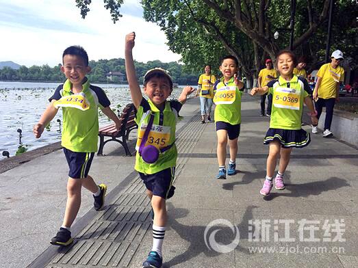 奔跑吧,长江娃!杭州长江实验小学学子家庭日开展环湖跑