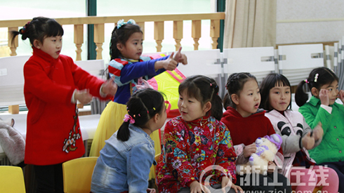 《镜花缘》电影小演员校园海选:民族乐器成比赛热点