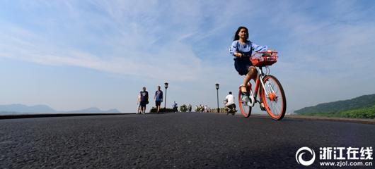 杭州开启晴天模式 西湖蓝天白云飘