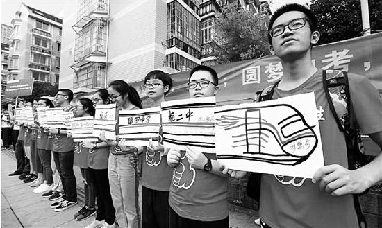 昨天杭州1.5万学生参加中考 和家长一样牵心动情的是校长