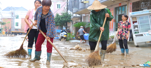 洪水过后 建德三河村村民积极自救