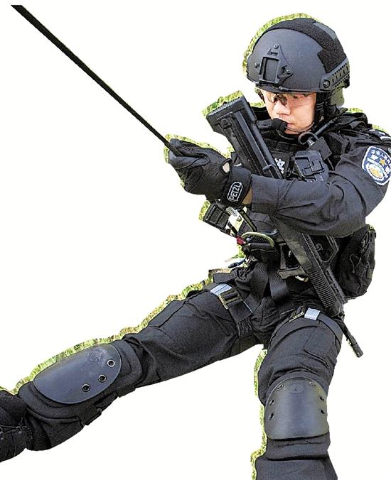 """""""空中突击队""""战高温野外训练 高空索降出奇兵"""