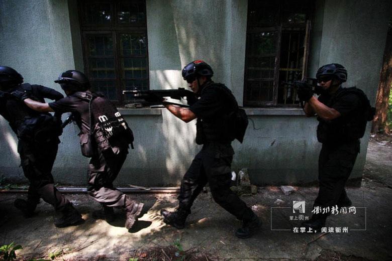"""衢州""""房屋武装突入搜索控制""""演练直击"""