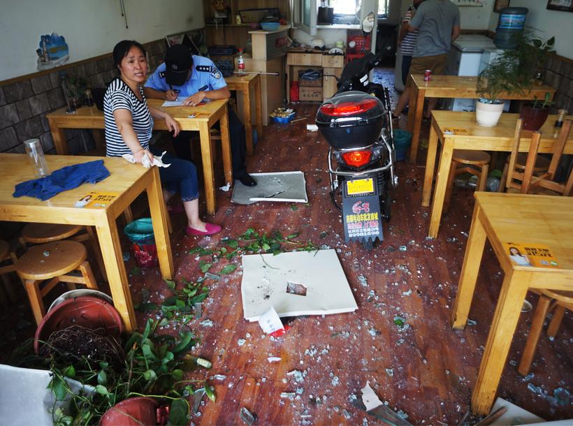 【微直播】杭州古墩路突发爆炸 记者现场直击医院紧
