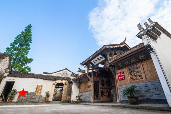 镇南部,该村有人口961人,由凌 村主由黄姓、凌姓、赵姓三个姓氏