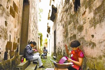 全国绣花鞋精品展暨非遗民俗街开街仪式在桐庐合村举行