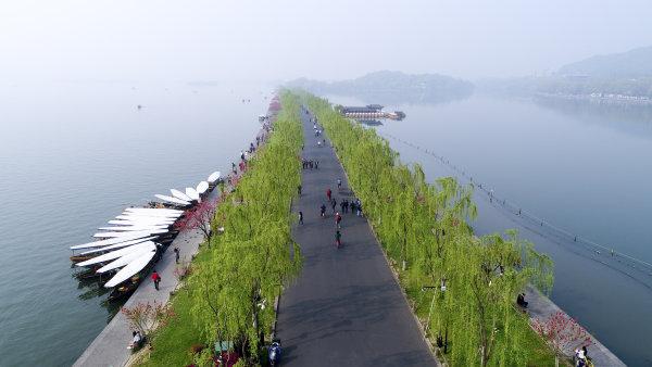 十一起这些时段非机动车禁止进入苏堤白堤