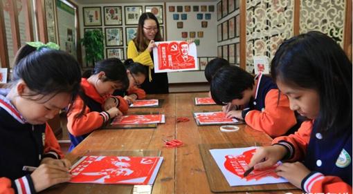 衢州:剪纸喜迎十九大