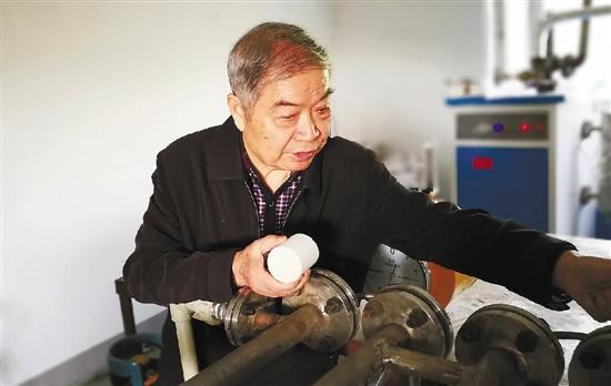 江山有个八旬老人爱搞发明20多年花费400万