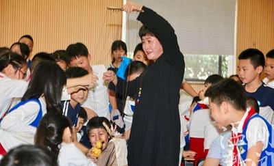 非遗文化进校园 龙湾娃感受木偶戏魅力