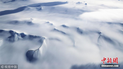 NASA观测南极半岛山脉冰川 纯白天地如梦似幻