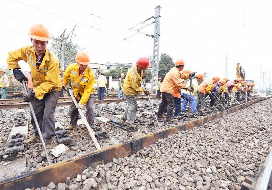 拆除过渡轨道 金华站过渡工程进行原有线路恢复