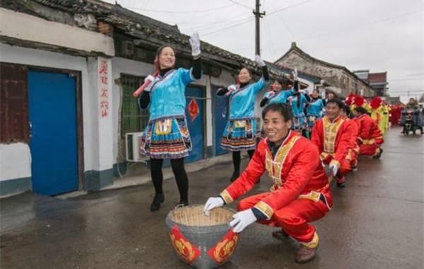 传统民俗轮番登场 正月初一镇海庙戴村春节巡游年味浓