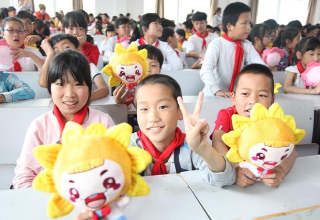 """温州""""福彩助力·点亮梦想""""为孩子们送上公益金和""""微心愿"""""""