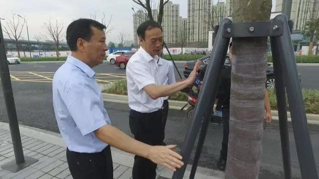 争出新机遇 抢出加速度――记宁波市副市长褚银良<br><br>