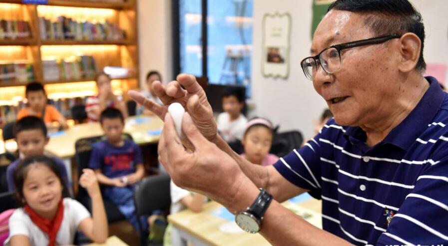 杭州:民间非遗进社区 暑期课堂学面塑