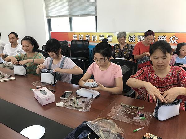 布一样的体验——玉泉社区开展口金包DIY制作活动
