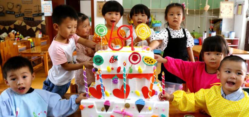 长兴:娃娃手工环创 喜庆祖国生日