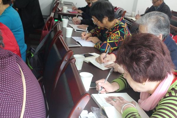 庆丰社区智能手机培训班开课了