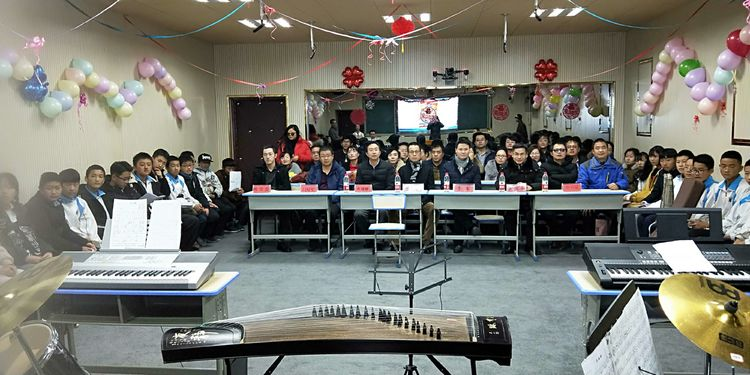 德令哈一中第二屆杭州班舉辦元旦迎新暨新年音樂會活動