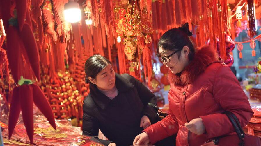 金华:春节临近 年货市场购销两旺