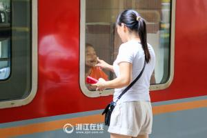 七夕节的火车站 很多人哭了
